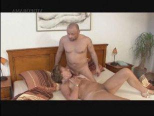 Инцест бабушки и внука на большой кровати дома